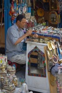 Artesano del cobre en Túnez (Foto Flickr de guido camici)