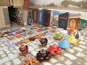 Alfombras y cerámicas artesanas en Monastir, Túnez (Foto Flickr de oOoHEAVENLYoOo)