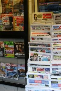 Periodicos y revistas árabes y francesas en Túnez (Foto flickr de tomfong)