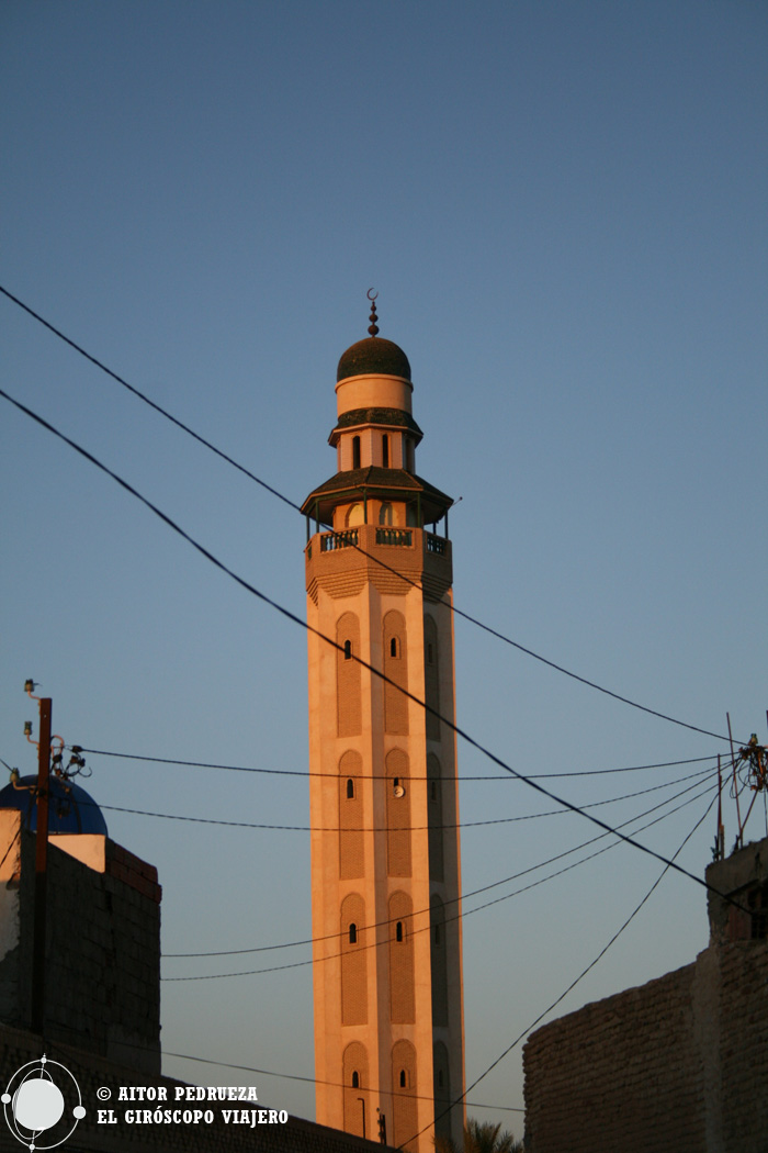El minarete de la mezquita de Tozeur